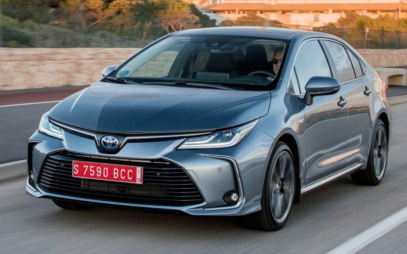 Седан Toyota Corolla Hybrid