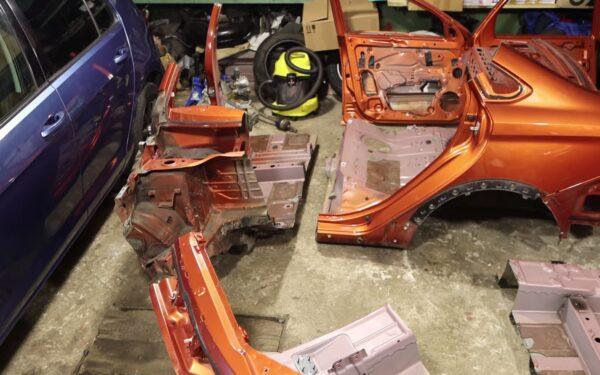Разрезанный кузов Lada Vesta