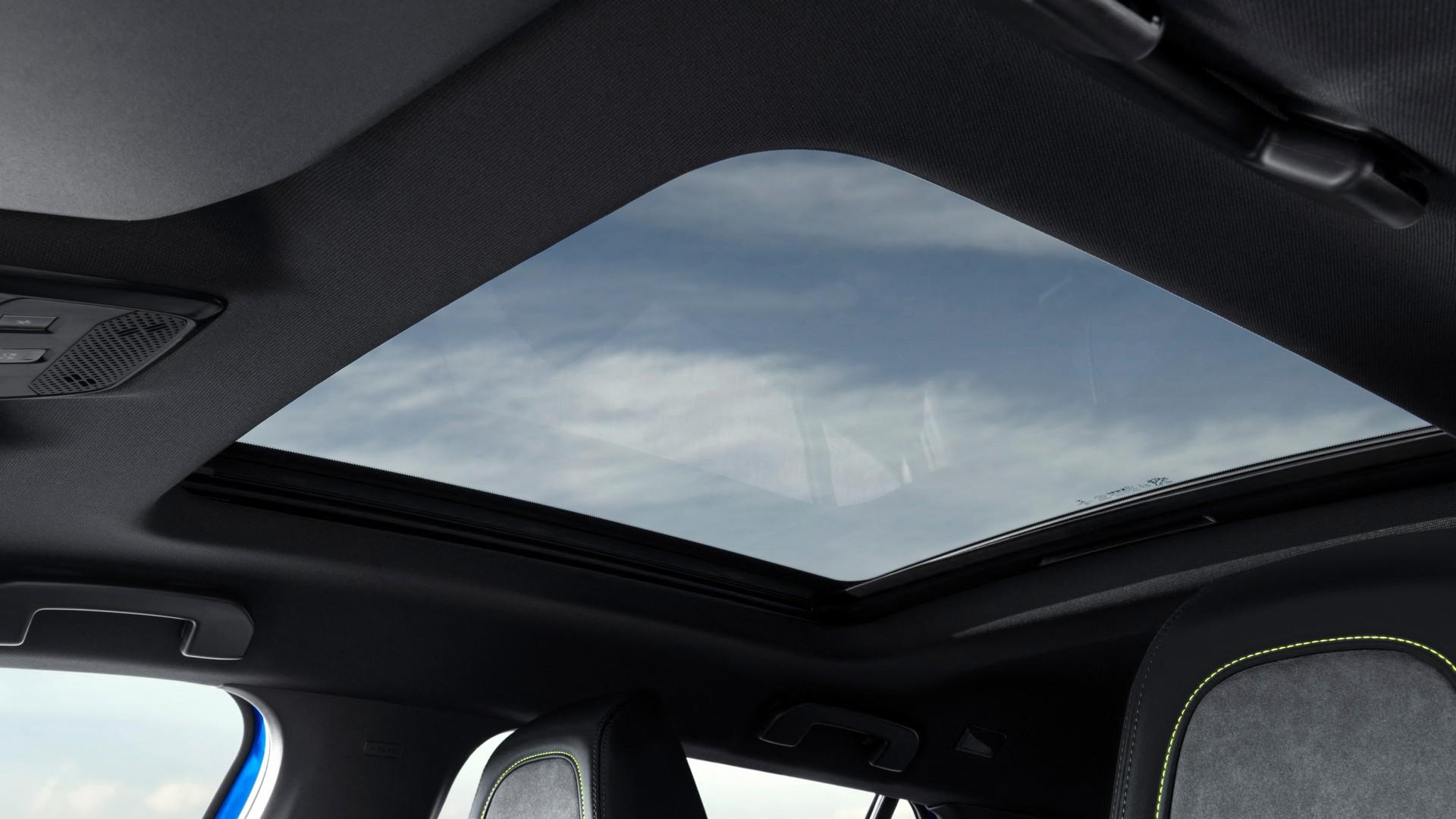 Панорамный люк Peugeot 2008 GT Line