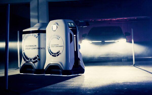 Мобильный зарядный робот Volkswagen с зарядным прицепом