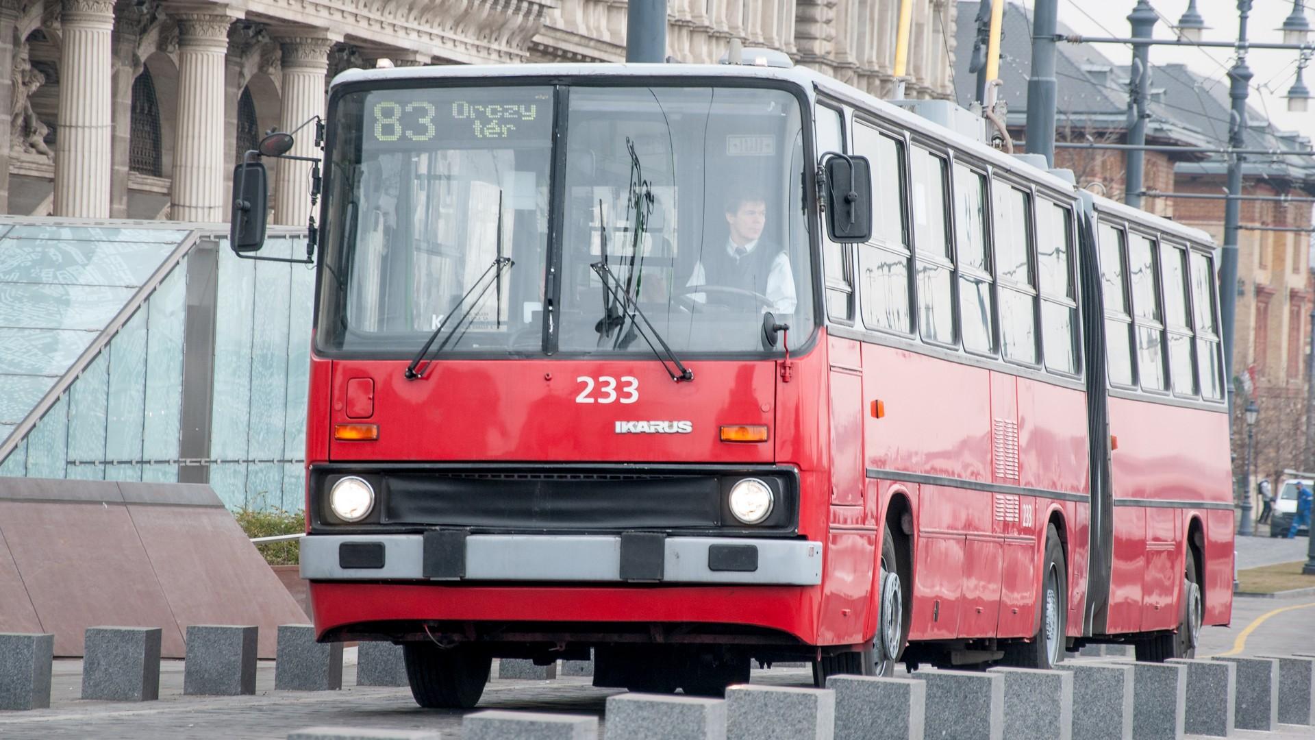 Ikarus 280T