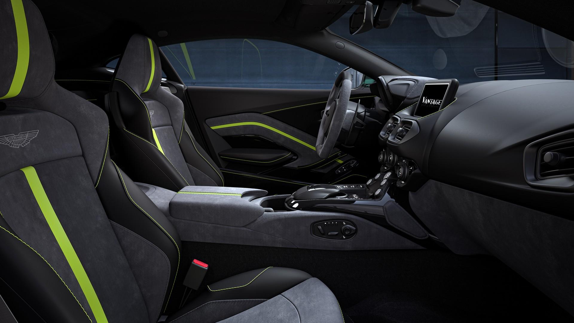 Салон Aston Martin Vantage F1 Edition