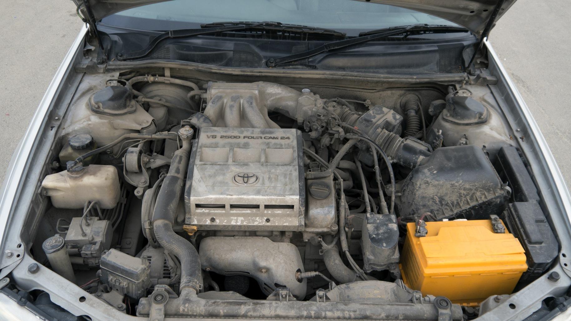 Двигатель 2MZ-FE под капотом Toyota Wagon Qualis.