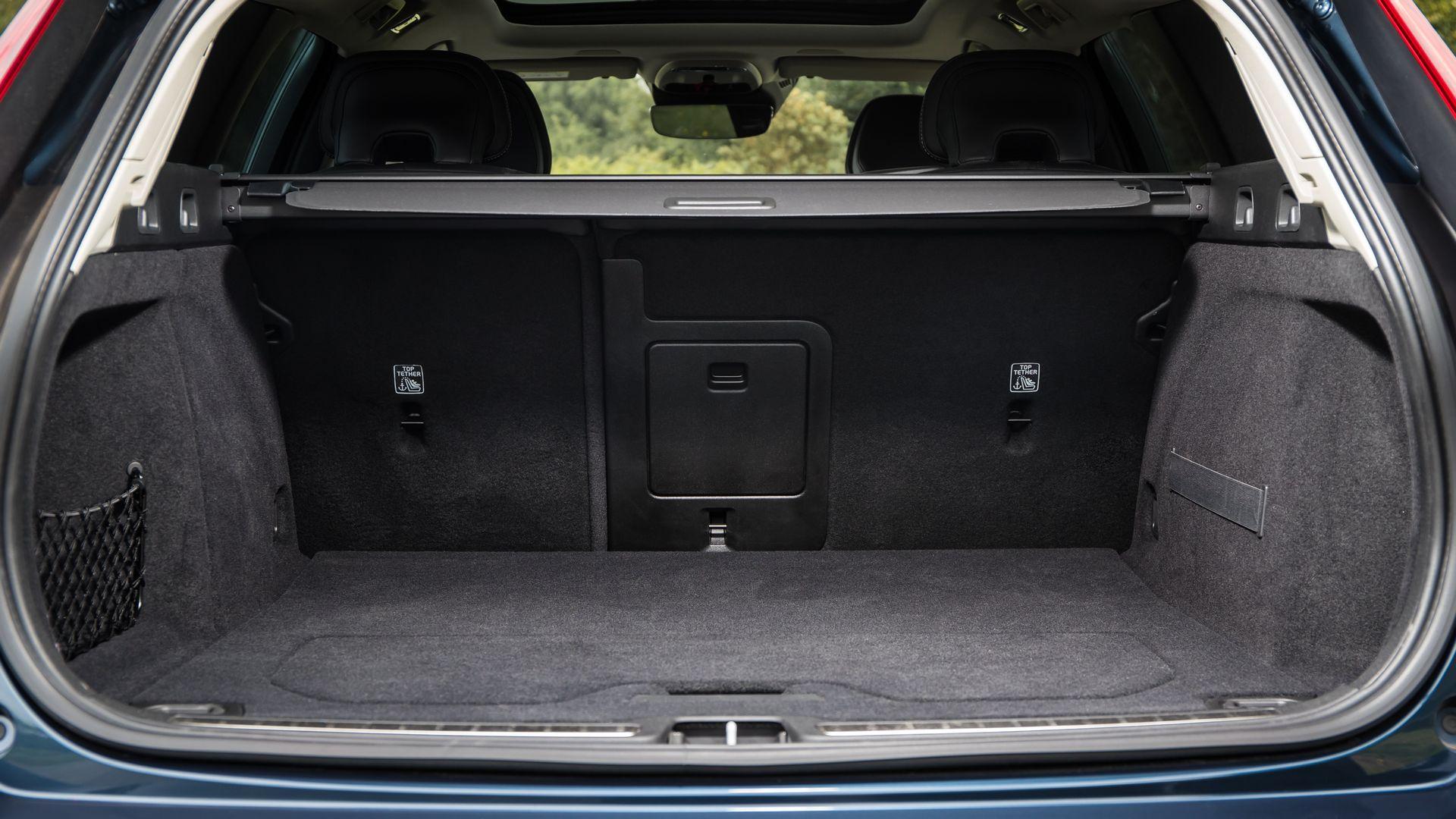 Багажник Volvo V60 D4 Inscription