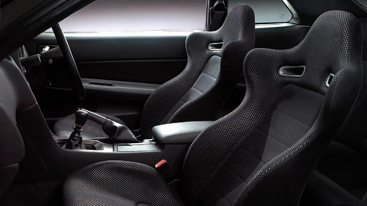 Салон Nissan Skyline GR-R V-spec