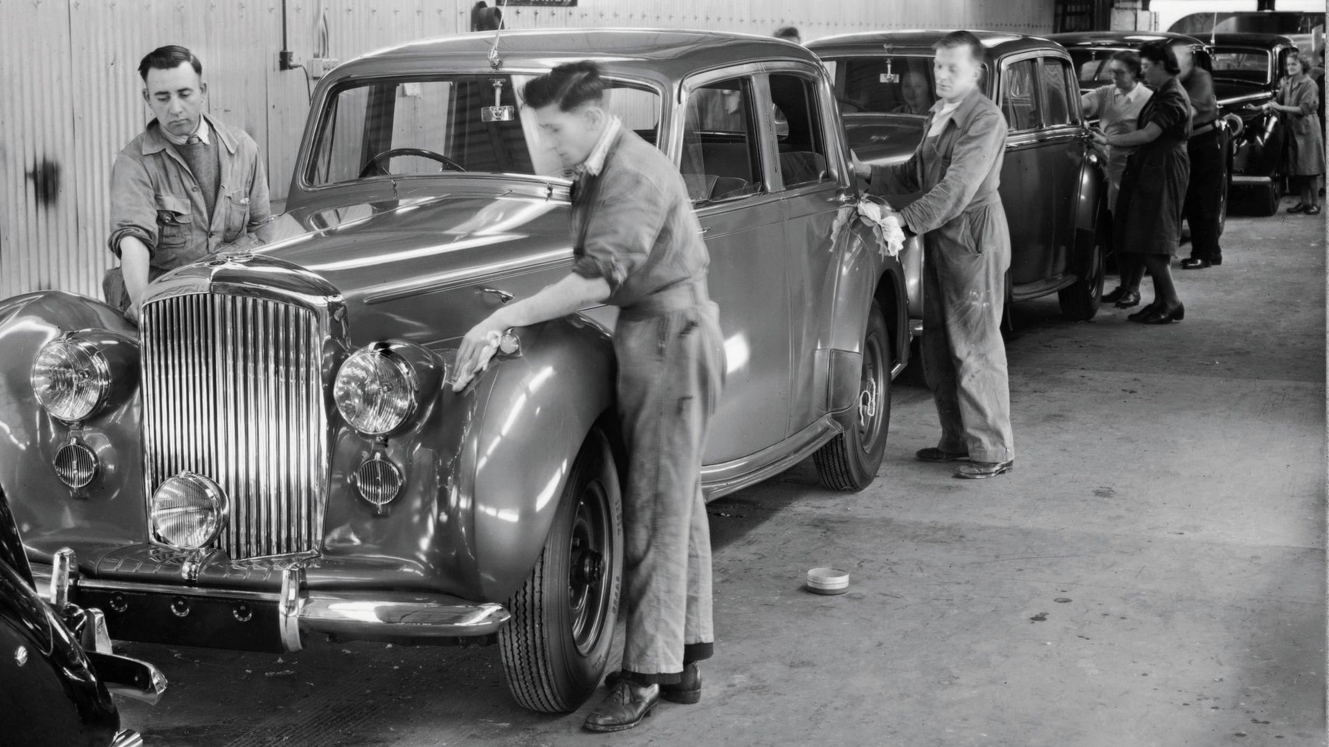 Bentley MK VI - первая серийная модель завода Benley в Крю, Англия