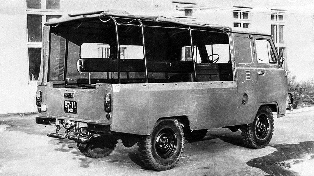 Десятиместная модификация УАЗ-37411 (экспериментальный образец)