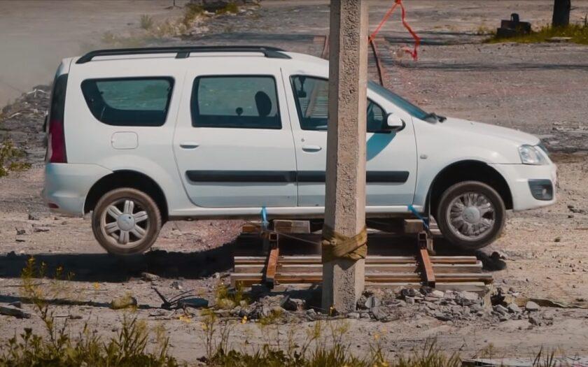 Краш-тест Lada Largus со столбом