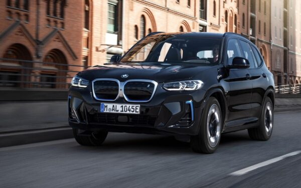 Обновленный BMW iX3